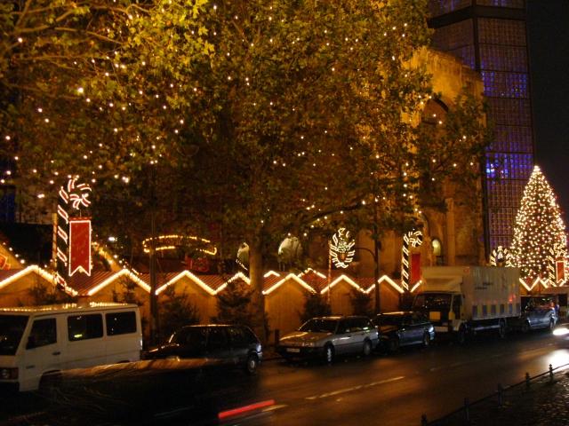 Weihnachtsbeleuchtung Kurfürstendamm.Weihnachtsbeleuchtung Auf Dem Kurfürstendamm Und Tauentzien Berlin De
