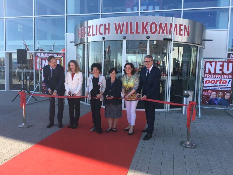 Bezirksbürgermeisterin Dagmar Pohle Eröffnet Porta Möbelhaus Berlinde
