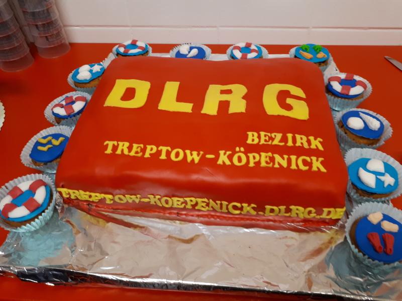 Bildvergrößerung: Ein Besonderer Kuchen Für Die DLRG