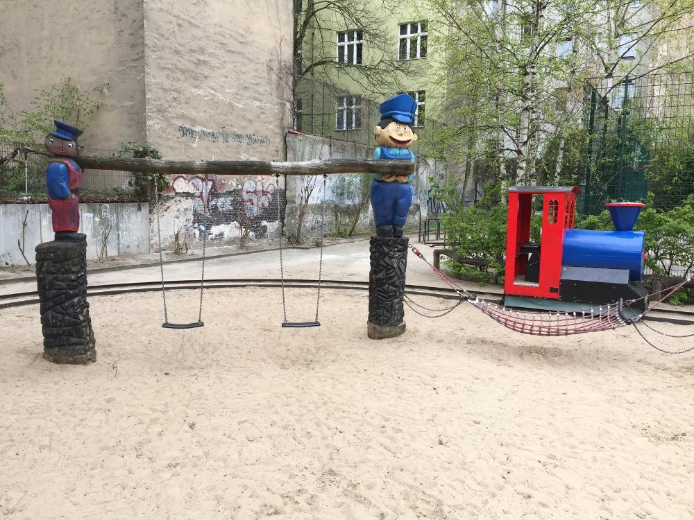 Kleinkinderspielplatz Robin Hood Spielplatz Berlinde