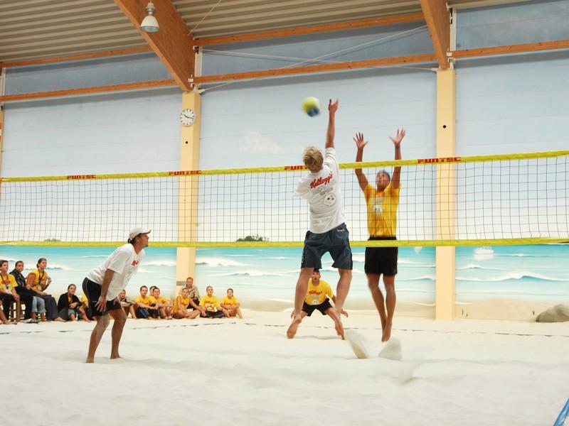 Indoor-Beachvolleyball - Berlin.de