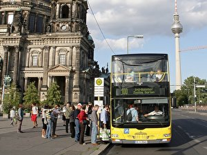 Bus 100 stops at the Berliner Dom