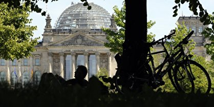 cyclists at Reichstag