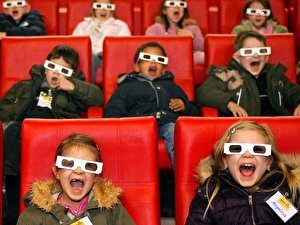 Kinder im 3D-Kino