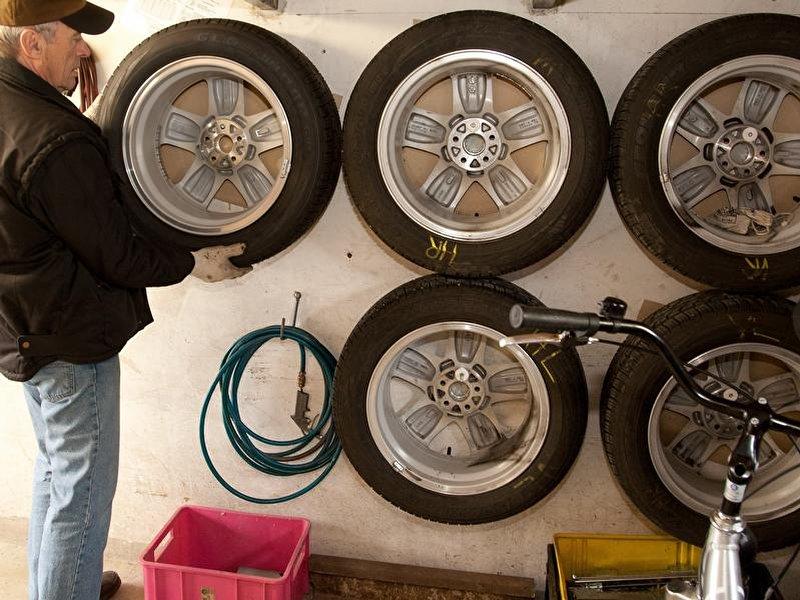 garage als stauraum nutzen wie man platz schafft. Black Bedroom Furniture Sets. Home Design Ideas