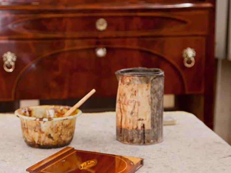 holzm bel fachgerecht restaurieren und neu streichen. Black Bedroom Furniture Sets. Home Design Ideas