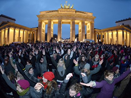 """One Billion Rising"" Tanz-Aktion in Berlin"