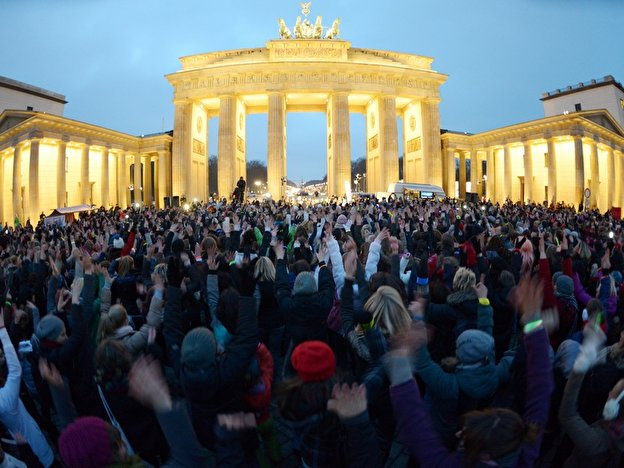 One Billion Rising Tanz Demo Gegen Gewalt Am Brandenburger Tor Berlin De