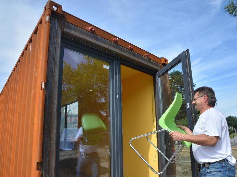 frachtcontainer werden in berlin zur studentenwohnung. Black Bedroom Furniture Sets. Home Design Ideas