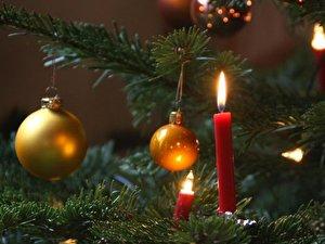 weihnachtsbaum deko im trend sind wald und wild mit karos. Black Bedroom Furniture Sets. Home Design Ideas