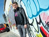 David Hasselhoff an der East Side Gallery in Berlin