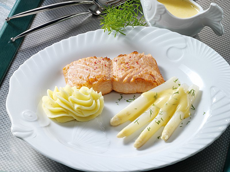 spargel mit lachs und zitronengras sauce. Black Bedroom Furniture Sets. Home Design Ideas