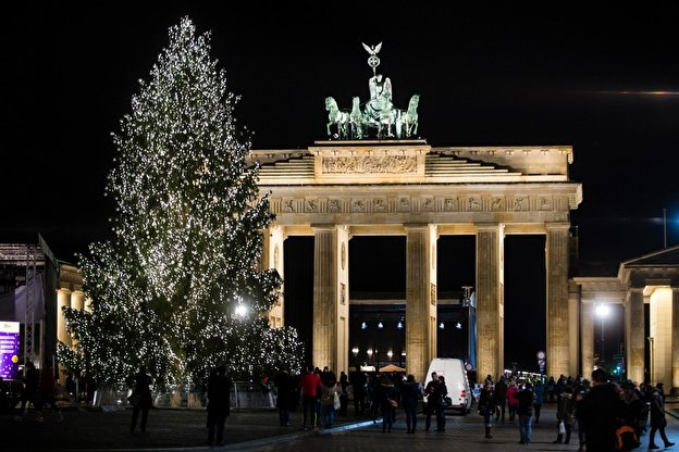 weihnachtsbaum am brandenburger tor. Black Bedroom Furniture Sets. Home Design Ideas