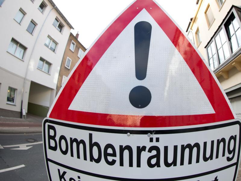 fliegerbombe in berlin friedrichshain ist entsch rft. Black Bedroom Furniture Sets. Home Design Ideas