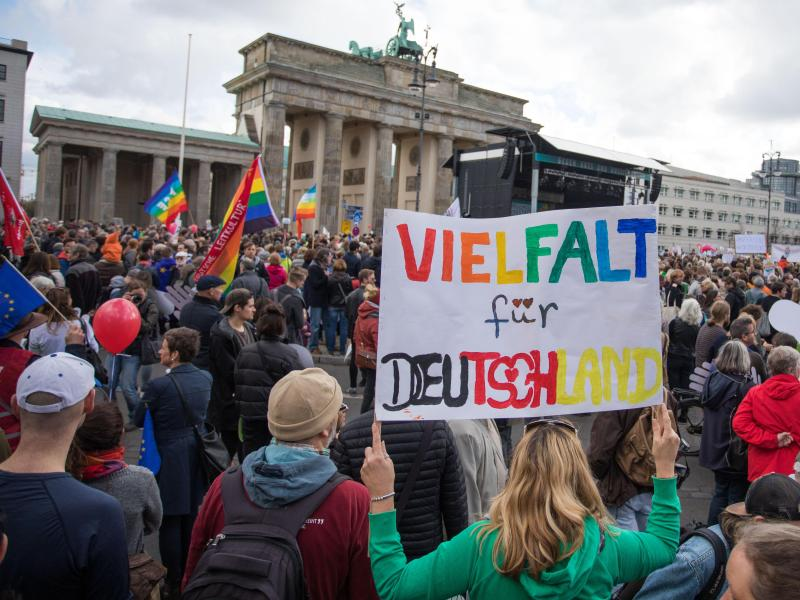 Demo «gegen Hass und Rassismus im Bundestag» startet
