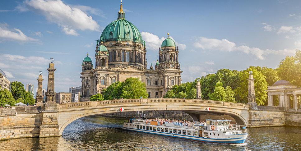 river cruise historic city cruise berlin de