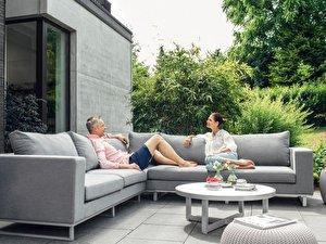 Couch Und Tisch Für Den Garten