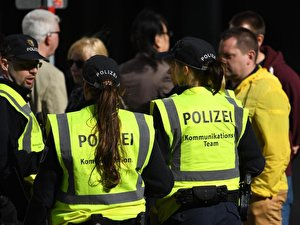 Polizisten des Kommunikationsteams