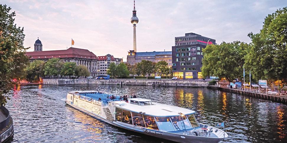 schiffstour abendfahrt berlins lichterglanz auf dem wasser erleben. Black Bedroom Furniture Sets. Home Design Ideas