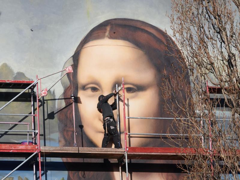Riesen-Mona-Lisa braucht nach einem Tag schon Facelifting