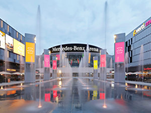 Wasserspiel: Fountains and Light am Mercedes Platz