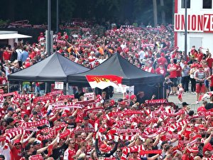 Fans von Union Berlin beim Public Viewing