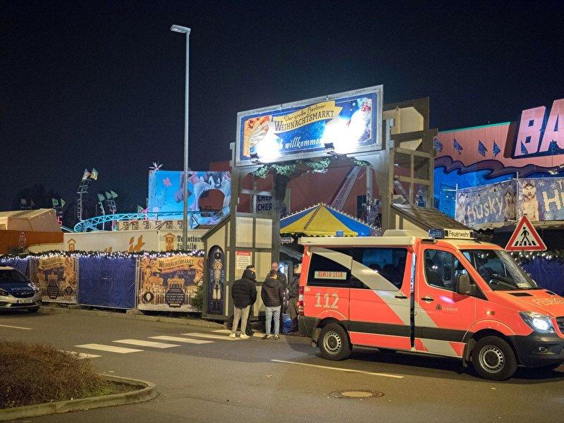 Mann Von Achterbahn Waggon Auf Weihnachtsmarkt Uberrollt Berlin De