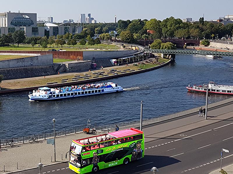 Hop-on Hop-off Tour: Combined City Tour by Bus and Boat – Berlin.de