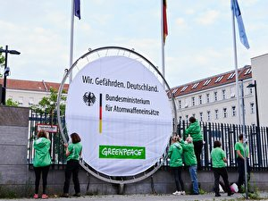 Greenpeace Protest (1)