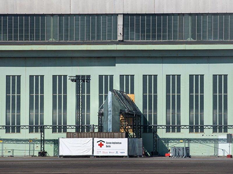 Impfzentrum Tempelhof nimmt Betrieb auf