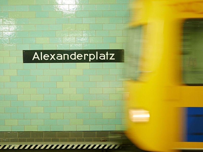 Mobile communications roll-out in Berlin underground delayed