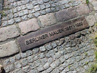 Bildvergrößerung: Mauer-Kennzeichnung am Hahneberg