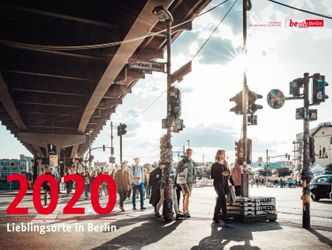Cover vom LAGeSo-Kalender 2019. Menschen an der Warschauer Brücke.