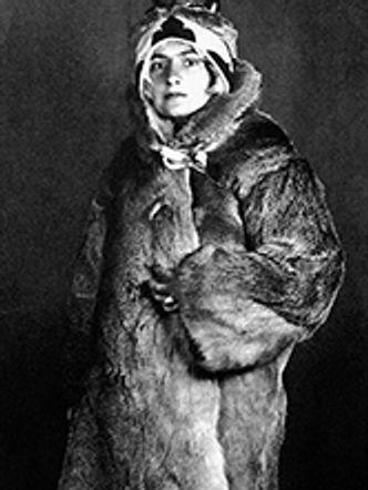 Bildvergrößerung: Angela Rohr vor einer Forschungsreise nach Sibirien, 1927