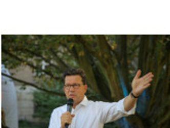 Bildvergrößerung: Hier sehen Sie Herrn Stefan Bruns, bei dem Kulturfest 2019, sprechen