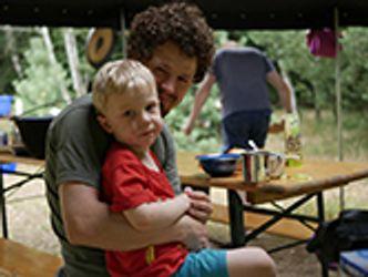 Bildvergrößerung: Andy Kaczé: Vater & Kind
