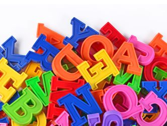Bildvergrößerung: Bunte Buchstaben aus Plastik