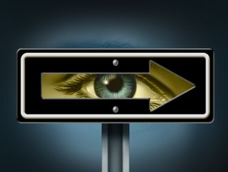 Bildvergrößerung: zunkunftsweisender Blick, Auge in einem Pfeil auf einem Schild abgebildet