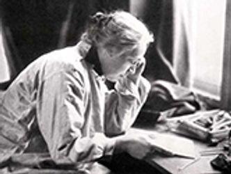 Bildvergrößerung: Käthe Kollwitz mit Kupferplatte, um 1910, Foto: Hänse Herrmann