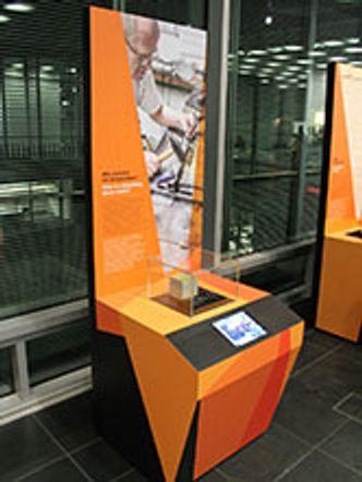 Bildvergrößerung: Stolpersteinausstellung in der Bibliothek