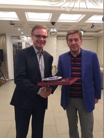 Auszeichnung des LAGeSo-Präsidenten: Franz Allert und Minister Petrosyan