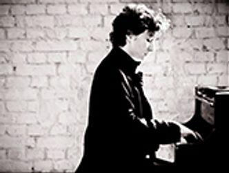 Bildvergrößerung: Martin Helmchen on piano