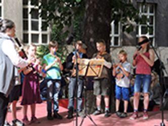 Bildvergrößerung: Sommerfest Eliashof mit der Flötenklasse von Frau Seifert
