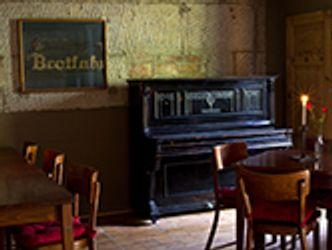 Bildvergrößerung: Brotfabrik, Kneipe mit Klavier