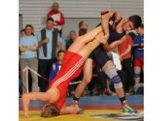 Dominiert Mann Wrestling Mädchen Kämpfe wo