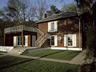 Bildvergrößerung: Das Einsteinhaus in Caputh von der Gartenseite