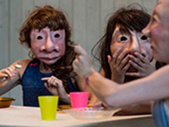 Bildvergrößerung: Maite - Ein berührendes, humorvolles Familiendrama mit Masken