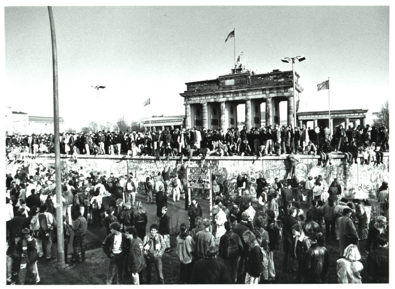 Pariser Platz And Brandenburg Gate Berlin De